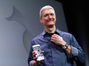 size_590_Tim-Cook-iPhone-6--14-09-09