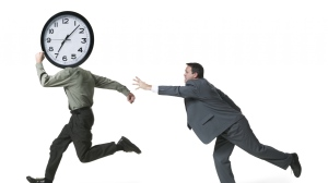 man_running_time_79828_2048x1152